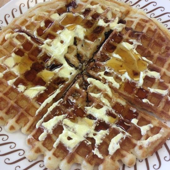Photo taken at Waffle House by Elisha P. on 7/22/2012