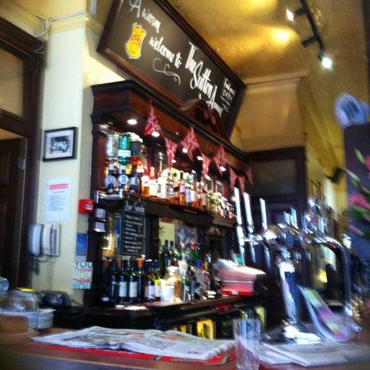 Снимок сделан в Sutton Arms пользователем Frankie C. 6/14/2012