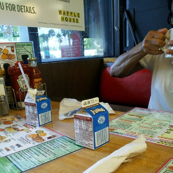 Photo taken at Waffle House by Neesh on 7/12/2012