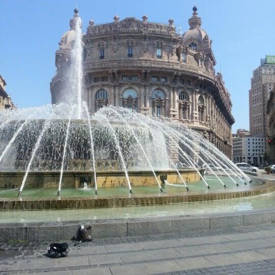 Foto scattata a Piazza de Ferrari da Nataly il 8/14/2012