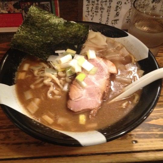 4/10/2012 tarihinde Toma D.ziyaretçi tarafından Sugoi Niboshi Ramen Nagi'de çekilen fotoğraf