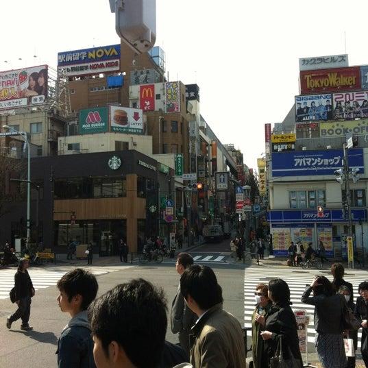 Photo taken at Starbucks by Tomo on 3/30/2012