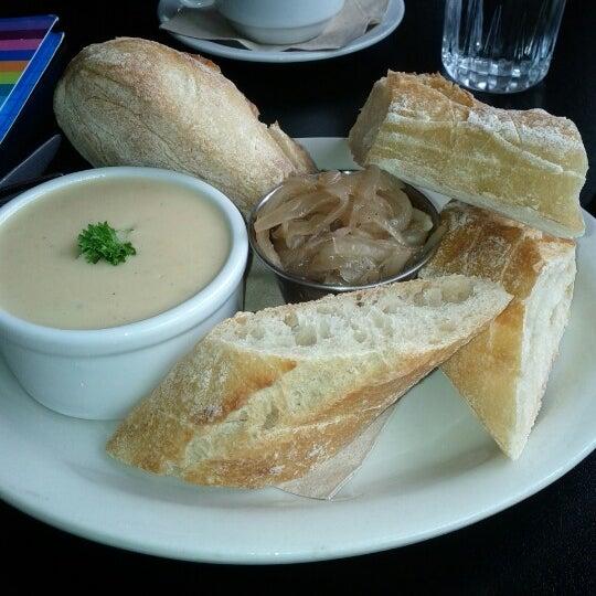 8/23/2012 tarihinde Marie-Eve T.ziyaretçi tarafından Café Lézard'de çekilen fotoğraf