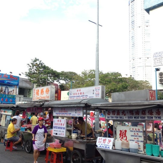 Photo taken at New Lane Hawker Stalls by Kelvin W. on 7/14/2012