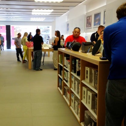 Photo taken at Apple La Cantera by Darrell H. on 5/16/2012