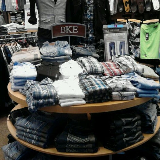 Buckle clothing stores