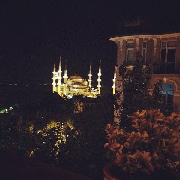 7/28/2012 tarihinde Hakan T.ziyaretçi tarafından Cozy Bar&Restaurant'de çekilen fotoğraf