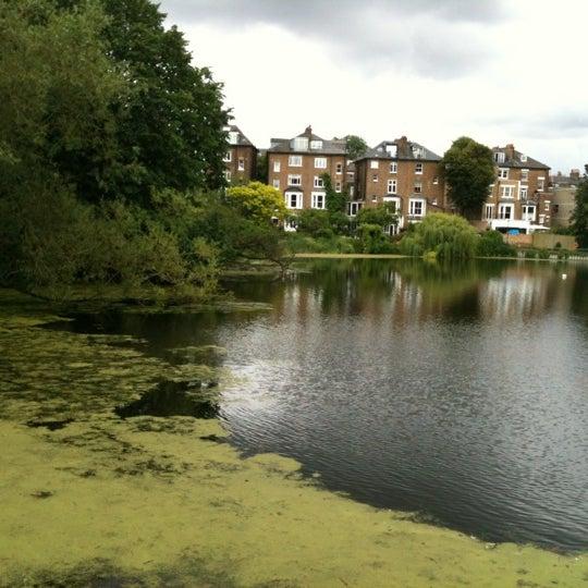 7/7/2012 tarihinde Gavin D.ziyaretçi tarafından Hampstead Heath'de çekilen fotoğraf