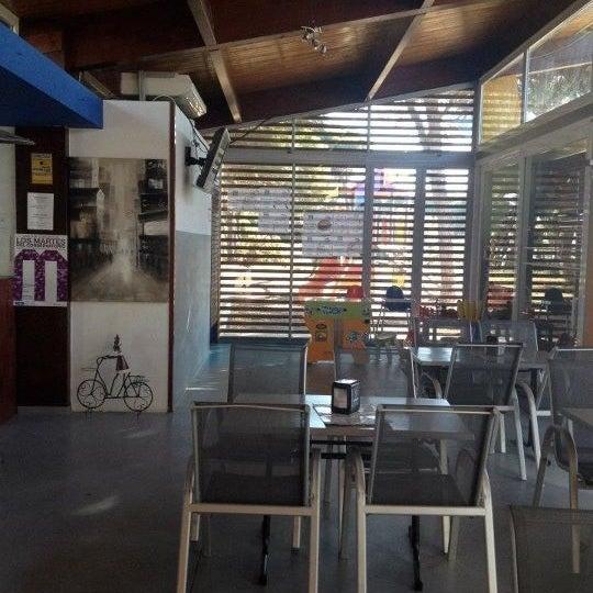 Foto tomada en Surf Bar por Surf B. el 2/17/2012