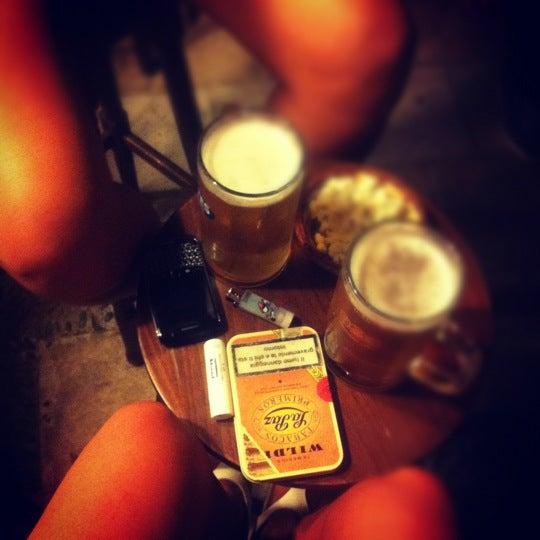 รูปภาพถ่ายที่ Körfez Bar โดย Melis U. เมื่อ 8/19/2012