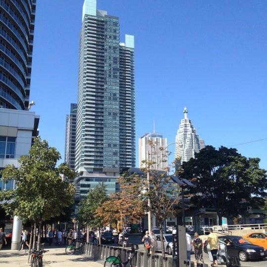 รูปภาพถ่ายที่ Starbucks โดย Janne S. เมื่อ 9/2/2012