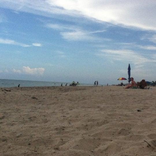 รูปภาพถ่ายที่ Boston's On The Beach โดย Kaan D. เมื่อ 8/13/2012