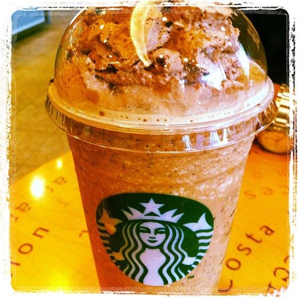 Photo taken at Starbucks by Siripan U. on 4/28/2012