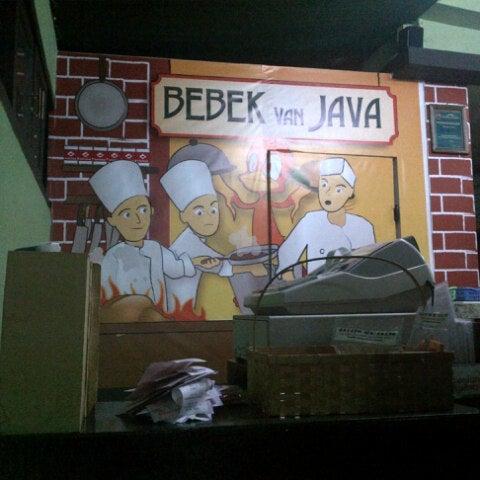 Photo taken at Bebek Van Java by Rizky R. on 8/23/2012