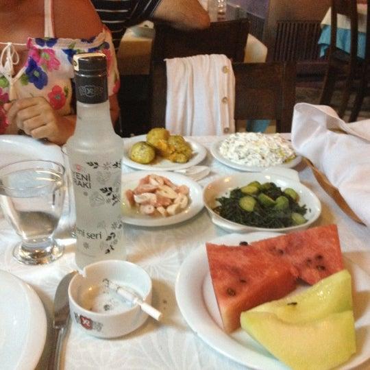6/2/2012 tarihinde Murat M. T.ziyaretçi tarafından Cunda Deniz Restaurant'de çekilen fotoğraf