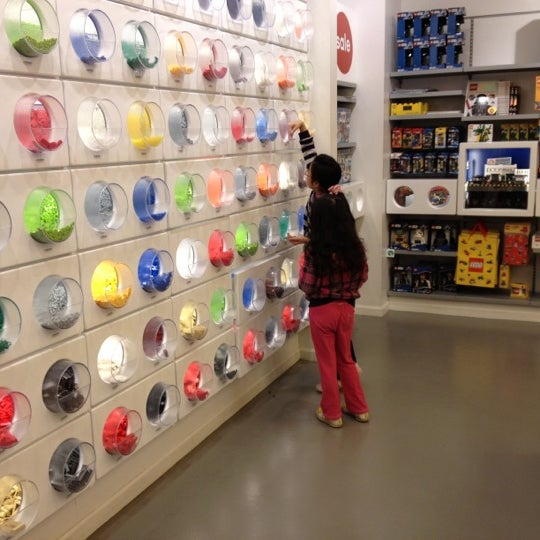 Photo taken at The LEGO Store by ♡♠queLLe®♠♡ on 2/15/2012