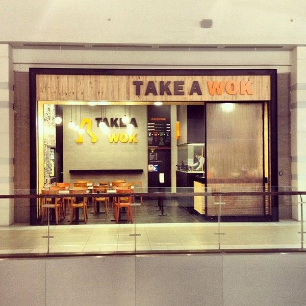 Foto tomada en Take a Wok por Cortando E. el 8/1/2012