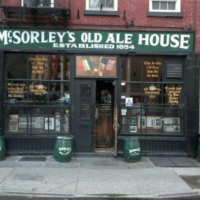 Photo prise au McSorley's Old Ale House par Vaughn L. le3/28/2012