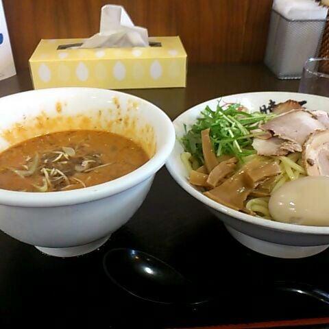 Photo taken at 手打ち麺処 暁天 by Hiroshi K. on 5/18/2012