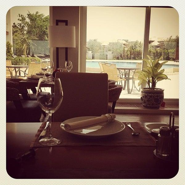 Снимок сделан в Shore House Lounge пользователем Nikolay K. 5/30/2012