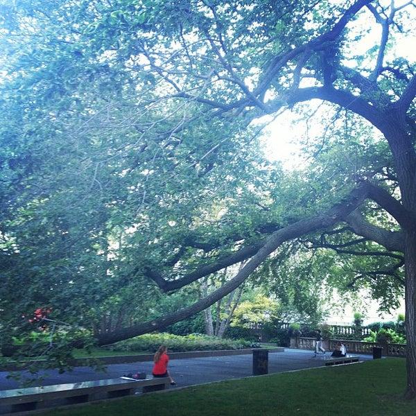 Photo taken at Sculpture Garden - Art Institute of Chicago by Eric L. on 9/11/2012