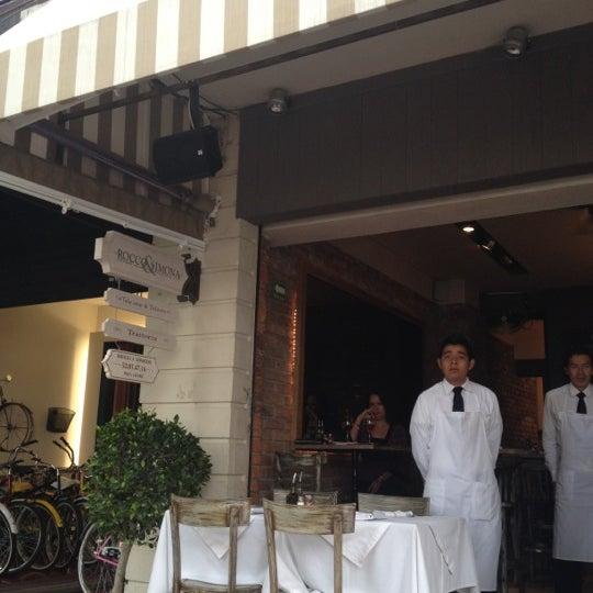 Foto tomada en Rocco & Simona Pizza al Forno por Carlos J. el 6/7/2012