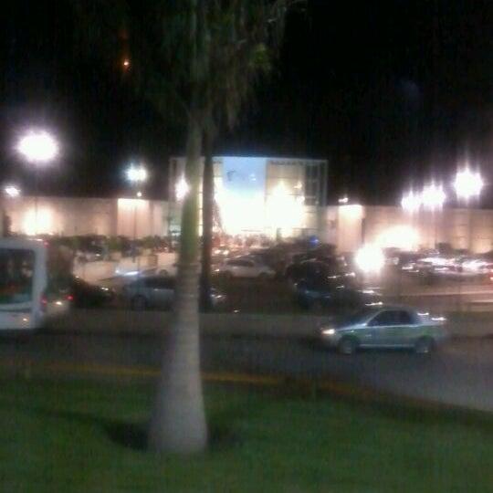 Foto tirada no(a) Boulevard Shopping Campos por Rodolfo G. em 5/6/2012