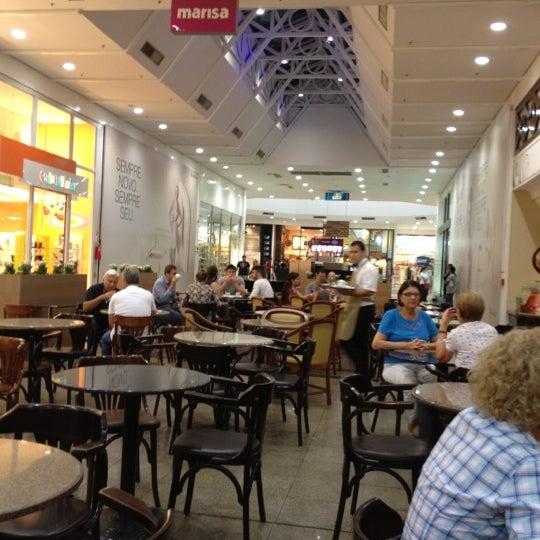 Foto tirada no(a) Shopping Neumarkt por Carlos Henrique R. em 3/24/2012