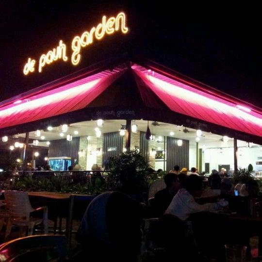 Photo taken at De Pauh Garden Restaurant & Cafe by Fakhrul I. on 8/10/2012