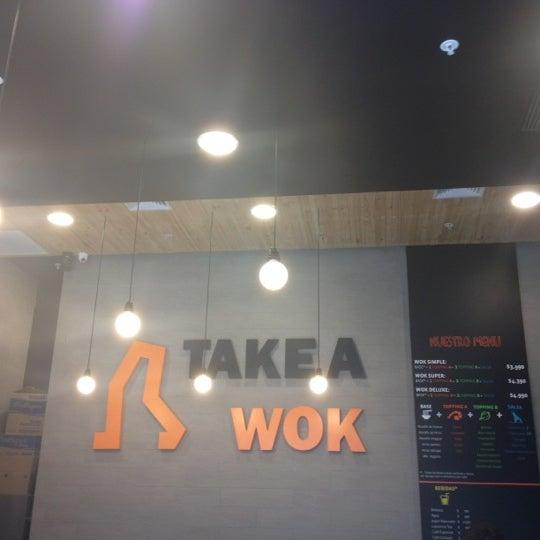Foto scattata a Take a Wok da Felipe S. il 9/10/2012