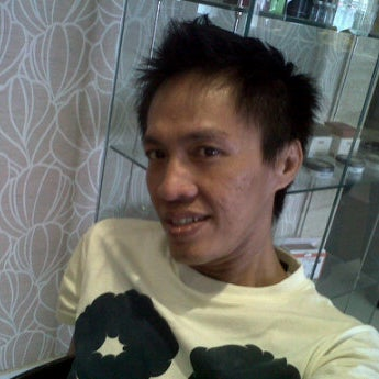 Photo taken at LUXE Salon by Firman S. on 5/18/2012
