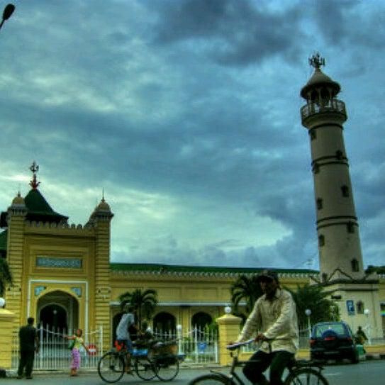 Photo taken at Masjid Jami' Kauman Pekalongan by fajar p. on 7/13/2012
