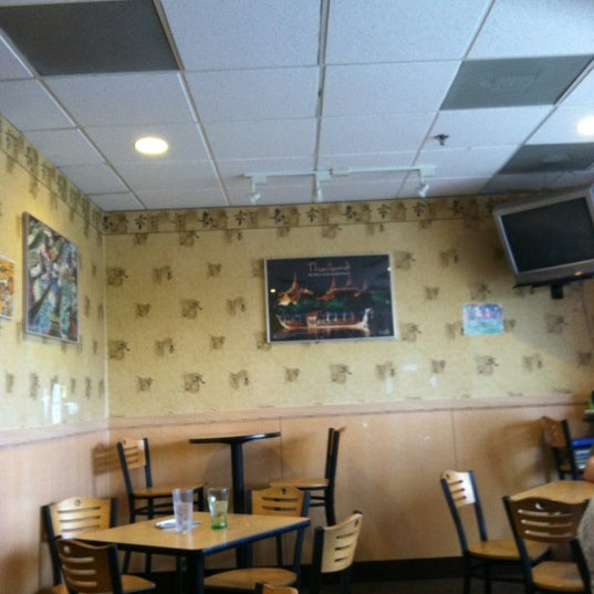 Photo taken at Dancing Noodle by Kyle L. on 6/1/2012