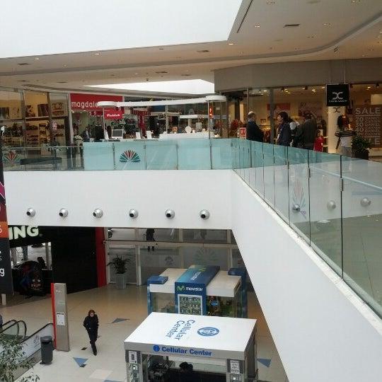 รูปภาพถ่ายที่ Costa Urbana Shopping โดย Cristian N. เมื่อ 8/26/2012