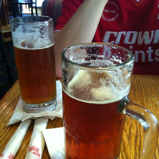 Photo taken at Red Robin Gourmet Burgers by Galen D. on 4/14/2012