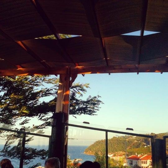 9/1/2012 tarihinde Selenay A.ziyaretçi tarafından Çamlı Kahve'de çekilen fotoğraf
