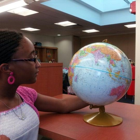 Foto tomada en Queens Library at Sunnyside por Alexis C. el 8/31/2012