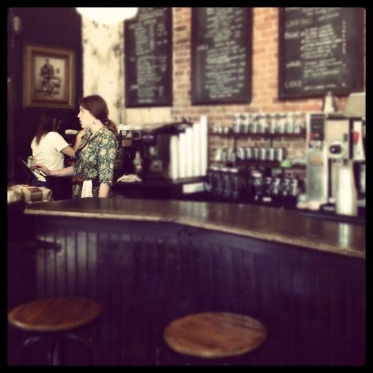 Foto tirada no(a) Big Bear Cafe por Aaron B. em 5/19/2012