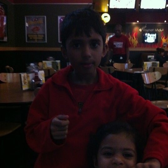 Photo taken at Buffalo Wild Wings by Dipa on 5/6/2012