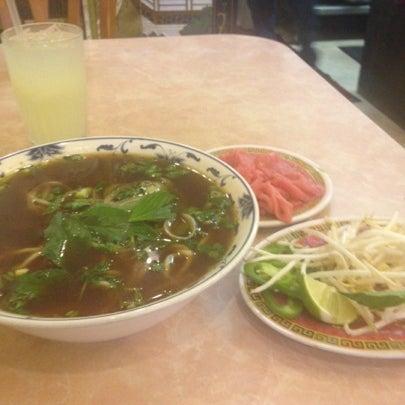 Photo taken at Pho 777 Vietnamese Restaurant by Bethie-Beth on 8/12/2012