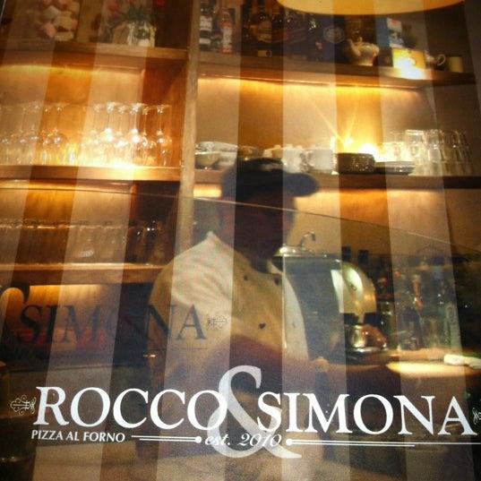 Foto tomada en Rocco & Simona Pizza al Forno por Esteban B. el 6/16/2012