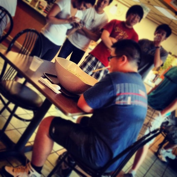 Photo taken at Teo Chow Noodle Shack by Linda Kim D. on 8/19/2012