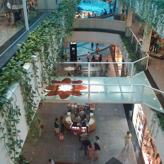Foto tirada no(a) Flamboyant Shopping Center por Renata M. em 7/8/2012