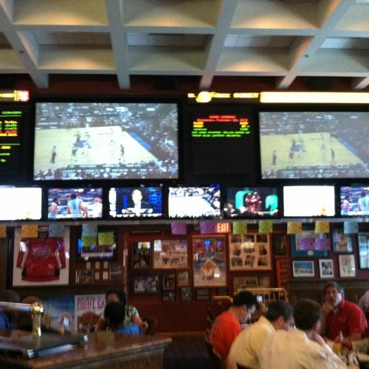 Happy Hour Places In Arlington Va: Crystal City Sports Pub