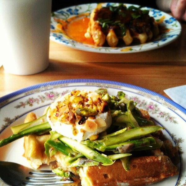 Foto tirada no(a) The Waffle Window por Alie K. em 5/21/2012