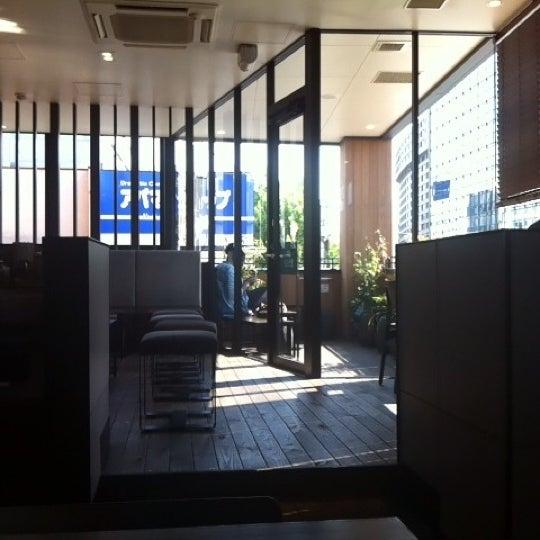 Photo taken at Starbucks by Masahiro S. on 5/18/2012