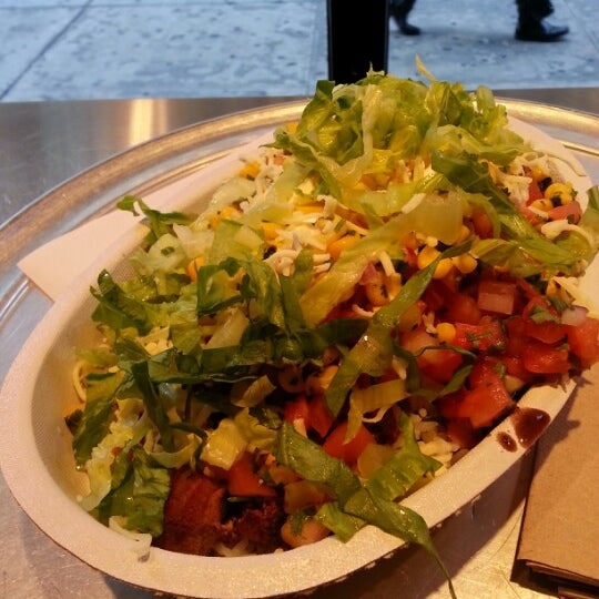 Photo taken at Chipotle Mexican Grill by Shawn L. on 9/12/2012