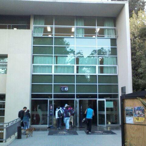 Foto tomada en Universidad Andrés Bello por Joaquin G. el 3/22/2012