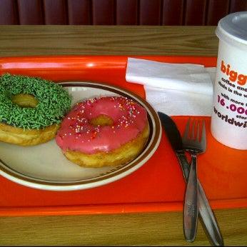 Photo taken at Dunkin Donuts by Quina Paramadina R. on 5/21/2012