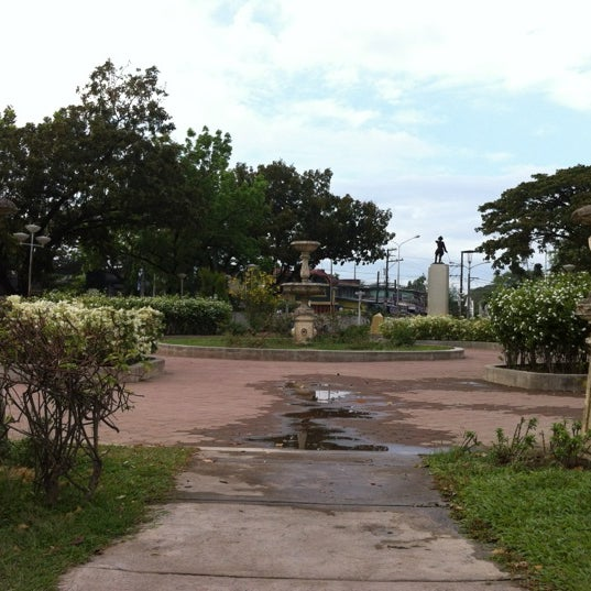 Photo taken at Maria Cristina Park by Tristan M. on 3/29/2012